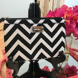 Nine West Chevron Pattern Wristlet-NWOT